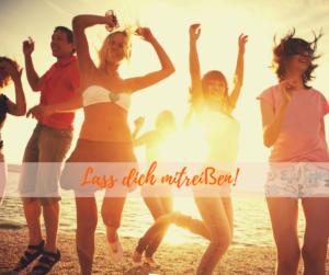 Tanzende junge Leute beim Sonnenuntergang, die den Impuls zu lebendiger Lebenslust nutzen