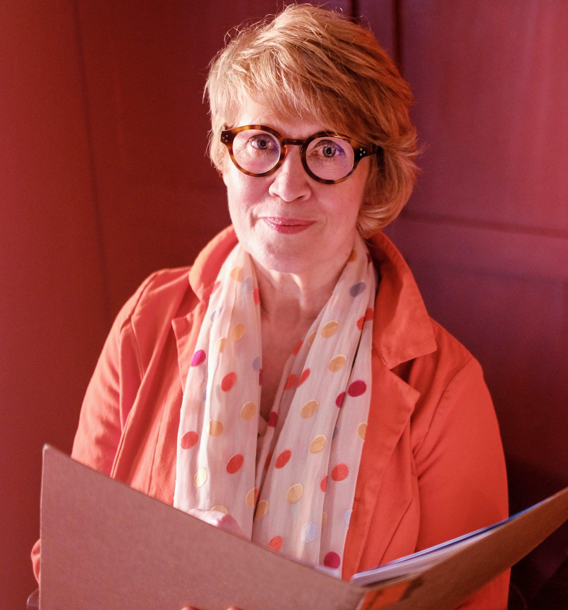 Susanne in orange bei Sofortlösung
