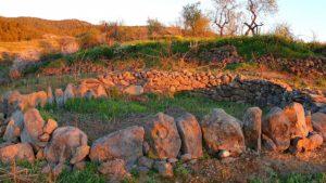 Steinkreis im Abendlicht